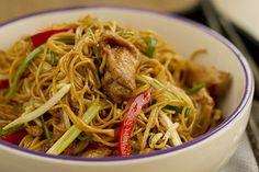 Fideos chinos fritos, fideos, chow mein, cocina china, cocina asiática