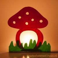 Paddestoel knutselen voor op het raam Toddler Themes, Paper Plates, Ramen, Projects To Try, Arts And Crafts, Kids, Mushrooms, Toddlers, Images