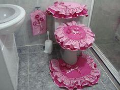 vestido baño Bathroom Crafts, Bathroom Sets, Bathrooms, Sewing Crafts, Sewing Projects, Projects To Try, Bathroom Accesories, Shabby Chic Pink, Rose Cottage