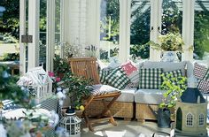 Enchanting sun room design ideas for relaxing room in the morning 18 - Numerous sunroom builders are at present offered. You are not limited by the present building or the former owner's taste in decoration. The climate is subtropical and rather pleasing. Small Conservatory, Conservatory Interiors, Conservatory Furniture, Conservatory Ideas Interior Decor, Conservatory Design, English Cottage, Relaxation Room, Relaxing Room, Outdoor Spaces