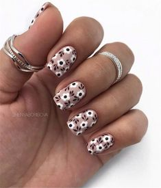 Easy Festive Christmas Nail Art & Colors Ideas, Want easy christmas Nails ideas?… Easy Festive Christmas Nail Art & Colors Ideas, Want easy christmas Nails ideas? Christmas Gel Nails, Holiday Nails, Christmas Colors, Cute Nails, Pretty Nails, Diy Nails, Nail Art Designs, Pin On, Nagel Gel