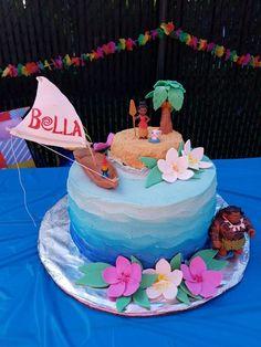 Moana cake (With images) Moana Themed Party, Moana Birthday Party, Moana Party, 2nd Birthday Parties, Birthday Ideas, Luau Party Favors, Bolo Moana, 3rd Birthday Cakes, Girl Cakes