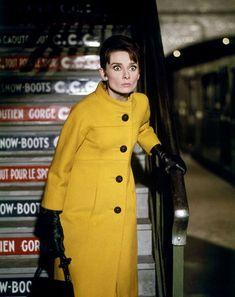 """【ELLE】『シャレード』   """"オードリー・スタイル""""を作り上げた、「ジバンシィ」の代表的なドレス35"""