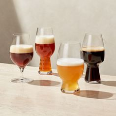 Spiegelau, one of the world's oldest glassmakers, worked with master brewers and beer experts to create custom glasses specially designed for the maximum enjoyment of four fine varieties of beer. Beer Glassware, Crystal Glassware, Craft Beer Glasses, Craft Bier, Beer Photos, Glass Photography, Home Brewing Beer, Beer Tasting, Beer Gifts