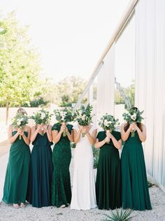 Pantone's color of the year is looking fabulous at this wedding! | Photography: Honey Gem