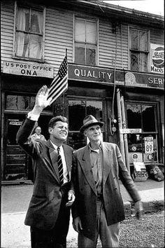 JFK in West virginia kennedy Los Kennedy, John F Kennedy, American Presidents, American History, West Va, West Virginia History, Photos Originales, John Fitzgerald, Prince