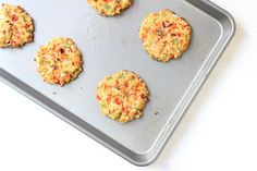 Looking for a healthy salmon croquette recipe? These Baked Salmon Cakes are packed with aromatic vegetables, baked instead of fried and a healthy source of protein and fatty acids. Baked Salmon Recipes, Fish Recipes, Meat Recipes, Seafood Recipes, Yummy Recipes, Salad Recipes, Chicken Recipes, Fish Patties, Salmon Patties Recipe