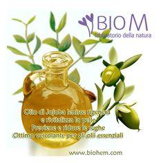 L'olio di Jojoba è uno degli ingredienti che spesso utilizziamo nei nostri prodotti completamente naturali, una linea di oli e creme concentrate senza acqua che stimolano in maniera profonda e naturale la rigenerazione cellulare apportando il 100% di principi attivi. Create per tutti i tipi di pelle con una base di oli preziosi ed efficaci oli essenziali per un'azione lenitiva, stimolante.....per conoscere i nostri prodotti...http://www.biohem.com/it/catalog/armonia/