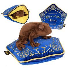 Harry Potter: Chocolate Frog Plush and Pillow. Harry Potter: Chocolate Frog Plush and Pillow. Lego Harry Potter, Images Harry Potter, Harry Potter Thema, Theme Harry Potter, Harry Potter Bedroom, Harry Potter Merchandise, Harry Potter Characters, Harry Potter Memes, Harry Potter Pillow
