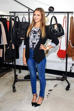Street Style: Jessica Alba Smart Casual - obsessed with her style! Mode Outfits, Casual Outfits, Fashion Outfits, Womens Fashion, Fashion Trends, Street Style Jessica Alba, Look Blazer, Mode Jeans, Inspiration Mode
