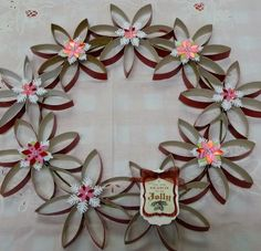 The Art Of Up-Cycling: Diy Christmas Wreaths. Toilet Roll Craft, Toilet Paper Roll Crafts, Fun Crafts, Crafts For Kids, Arts And Crafts, Diy Christmas Gifts, Christmas Wreaths, Christmas Ideas, Rolled Paper Art