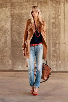 Great look, boyfriend jeans and belt matched with a fitting jacket. Kick it off with heels, you will be killing/owning the town.