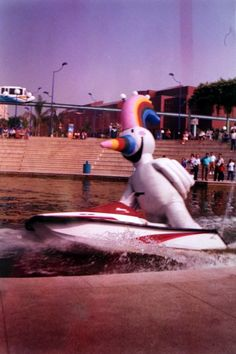 Curro la mascota, en moto acuática por el Lago. Expo 92 Clouds, Patio, World, Big, Travel, Lakes, Sevilla, World's Fair, Sustainable Tourism