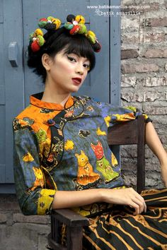 batik amarillis's joyluck jacket in handrawn batik wonogiren cat series Ethnic inspired outfit to bring you Joy & Luck.. beautiful reinvention of classic Qipao with exquisite detailing such as color combos,handmade chinese frog button,fittingly beautiful & it provides the ideal combination of comfort & style