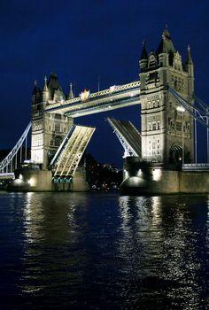 Tower Bridge Jet lagged, night walk to find the bridge ;)