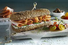 Λαχταριστό σάντουιτς με φιλέτο κοτόπουλο καπνιστό ΠΙΝΔΟΣ Cookbook Recipes, Cooking Recipes, Sandwiches, Cheese, Food, Cooker Recipes, Chef Recipes, Meals, Yemek