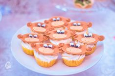 For a little monkey :) Little Monkeys, Mini Cupcakes, Desserts, Food, Tailgate Desserts, Deserts, Essen, Postres, Meals
