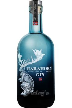 Harahorn Small Batch Gin L bottle crafts Rum Bottle, Liquor Bottles, Cocktails, Alcoholic Drinks, Blueberry Vodka, Gins Of The World, Gin Brands, Scotch Whiskey, Bottle Packaging