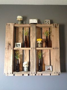 DIY Pallet! Makes a great wall feature in any room and so easy to change out decor for a new look!