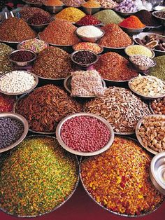 Passage en Inde avec un étal qui fait rêver ! Amazing India, Spices And Herbs, World Of Color, Chai, Farmers Market, Spice Things Up, Indian Food Recipes, The Incredibles, Fruit