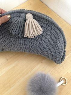 Crochet Clutch Bags, Crotchet Bags, Crochet Handbags, Knitted Bags, Knitting Accessories, Bag Accessories, Crochet Stitches, Knit Crochet, Mochila Crochet