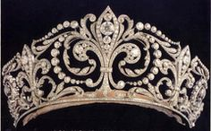 This tiara is said to be one of the most cherished by the Spanish Royal Family.  It was a present given by King Alfonso XIII to Queen Victoria Eugenia, who wore it at their wedding on the 31 of May 1906.