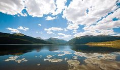 Twin Lakes, on the Colorado Trail. The Colorado Trail travels through 485 miles of gorgeous natural areas from Denver to Durango. Twin Lakes Colorado, Colorado Trail, Colorado Rockies, Beautiful Places To Visit, Places To See, Dere, Fantasy Places, Rocky Mountain National Park, Outdoor Fun