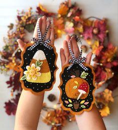 Felt Ornaments Patterns, Felt Patterns, Ornaments Design, Fall Candy, Candy Corn, Manualidades Halloween, Needle Felted, Autumn Crafts, Wool Applique