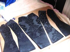 fűző varrása lépésről-lépésre-----how to sew a corset - step by step, pictured!(this is for an accomplished seamstress) how to sew a corsetvery detailed tutorial for a corset - for all those steampunk costumes I keep wanting to try for Hallow Sewing Projects For Beginners, Sewing Tutorials, Sewing Hacks, Sewing Crafts, Sewing Tips, Free Sewing, Dress Tutorials, Diy Clothing, Sewing Clothes