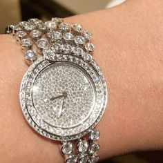 Incredible diamonds watch @cartier !! #dubai #dubailife #art #life #love #luxury #luxurywatch #luxurystyle #luxurydesign #luxuryjewelry #queen #royal #instagram #instalike #instamood #instagood #instadaily #instafollow #inspiration #mydubai #diamond #gold #highjewelry #finejewelry #hautejoaillerie #fabulous #followme #style #amazing #artdubai