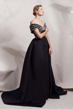 Elizabeth Kennedy Spring 2018 Ready-to-Wear Fashion Show Collection Fashion Week 2018, All Fashion, Fashion Dresses, Fashion Weeks, Summer Wear For Ladies, Designer Gowns, Fashion Show Collection, Spring Collection, Queen