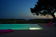 Binigaus Nou is an exclusive villa located in a natural reserve paradise in the south of Menorca, one of the most outstanding landscapes of the isle.