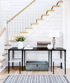 How the table fill the whole space under the stairs