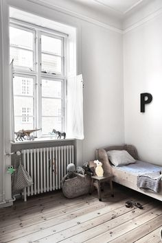 Beautiful Copenhagen apartment full of white, peaceful, rustic spaces! Bright white open spaces with wooden flooring in this beautiful kids room! #kidsroom #childrensdecor #white #wood #rustic #scandi