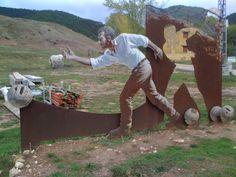 juego de bolos en mitad del campo en Valdemeca (Cuenca), arte rural tallado en hierro.