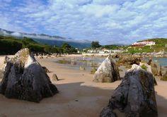 La Playa de Toró está situada en las afueras de Llanes ciudad, en dirección a Cué. Es una bonita playa seminatural que destaca por las afloraciones rocosas que tiene y que son muy patentes en la  marea baja. Estos restos de roca caliza le añaden valor como paisaje protegido. Tiene  Bandera Azul.