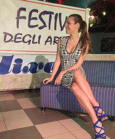 Eva Gini Parallel legs