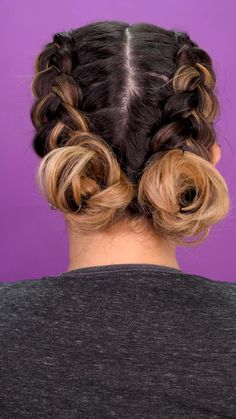 Boxer braids with chonguitos - Braids are an element of beauty that will never go out of style, if you add a pair of chonguitos at - Cute Hairstyles For Medium Hair, Girl Hairstyles, Hairstyles Videos, Punk Rock Hairstyles, Cute Hairstyles With Braids, Easy Braided Hairstyles, Boxer Braids Hairstyles, Two Buns Hairstyle, Volleyball Hairstyles