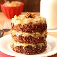 Show someone how much you care by baking up this Mini German Chocolate Cake from scratch, which makes just enough dessert for two (or you can pretend it's a single serving cake) (german chocolate recipes) Single Serve Cake, Single Serve Desserts, Köstliche Desserts, Delicious Desserts, Mug Recipes, Cake Recipes, Dessert Recipes, Recipies, Cupcakes