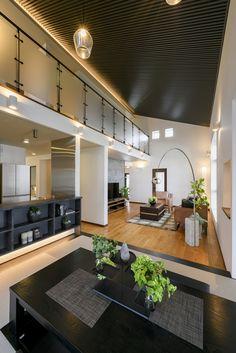 リビング/ダイニング/吹き抜け/和室/勾配天井/堀炬燵/エルクホームズ/岩国展示場/全館空調 Japanese Living Rooms, My Ideal Home, New Homes, Lounge, House Design, Mansions, Interior, Kitchen, Table