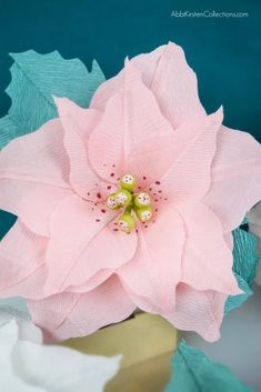 Crepe Paper Poinsettia Flower Tutorial: Create Christmas and Holiday decor with this free poinsettia template and step by step tutorial. Paper Flowers Roses, Tissue Flowers, Faux Flowers, Diy Flowers, Diy Craft Projects, Craft Tutorials, Diy Paper, Paper Crafts, Poinsettia Flower