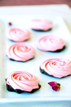 Chocolate Dipped Strawberry Meringue Roses | Community Post: 21 Ways To Use Chocolate And Strawberries Outside Of The Bedroom