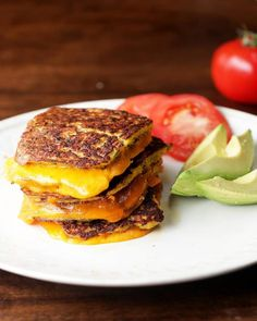 This crazy good cauliflower grilled cheese: 19 Easy Peezy Sandwich Recipes To Add To Your Arsenal Veggie Dishes, Veggie Recipes, Diet Recipes, Vegetarian Recipes, Cooking Recipes, Healthy Recipes, Savoury Recipes, Diet Meals, Skinny Recipes
