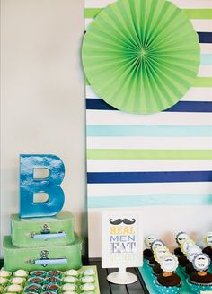 Love the striped backdrop...crepe paper streamers and board.  Easy and cute for the cake table.
