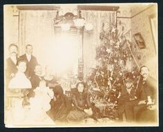 1890s-Victorian-CHRISTMAS-Vintage-Photo-TREE-TOYS-DOLL-DECORATIONS-etc
