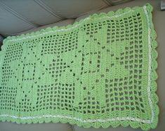 tapete-em-croche-estrela Crochet Home, Filet Crochet, Diy And Crafts, Lily, Blanket, Women, Crochet Carpet, Hexagon Crochet, Crochet Furniture