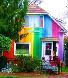 Colorful! I bet the people who live here are fun! Is that an Alien face in the door!?