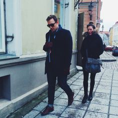 Simple can be stylish. #fashion #color #darkblue #jeans #wooljacket #leathergloves #leathershoes #brown #longscarf #sunglasses #streetstyle #tallinnstreetstyle #TSS