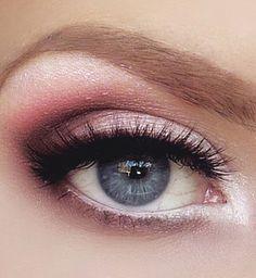 A great daytime smoky eye using pink, peach and purple shades. RH