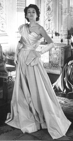 Dorian Leigh in Charles James gown, detail of Cecil Beaton photograph, 1948 Nobody compares to Charles James. Charles James, Christian Dior, Vintage Glamour, Vintage Love, Vintage Style, Fifties Style, Vintage Black, Pierre Balmain, 1940s Fashion
